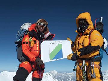 Bandiera Abruzzo in vetta all'Everest